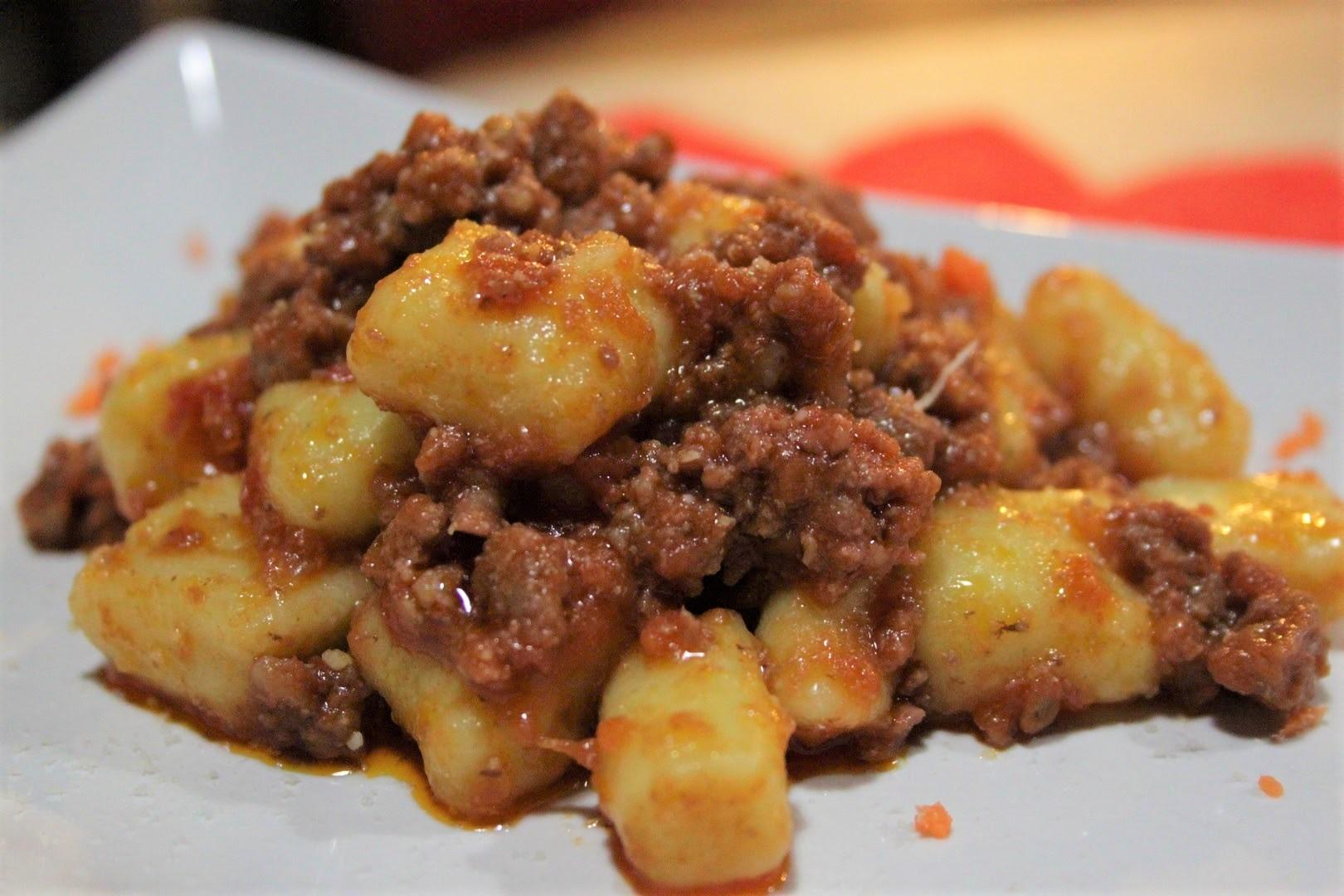Gnocchi di patate con ragù di salsiccia