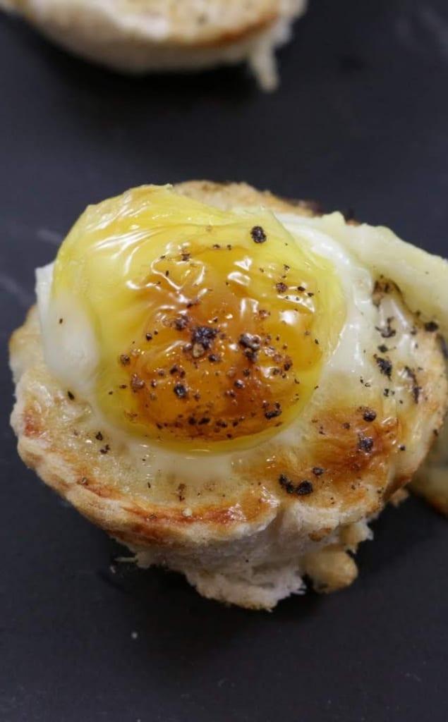 finger food cestini di pane con uova di quaglia