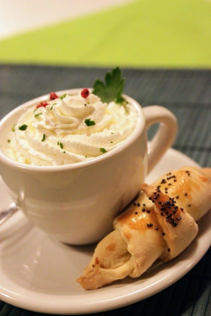 cappuccino salato e croissant di gamberi