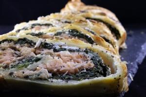 Strudel salato con salmone affumicato e spinaci