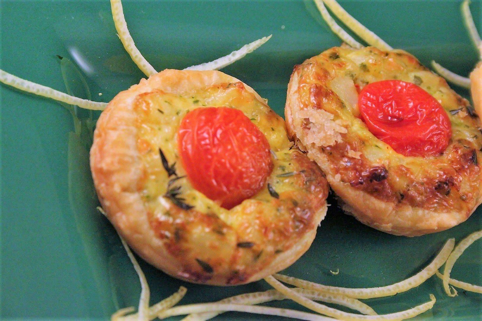 Mini quiche al baccalà, pomodorini e timo