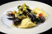 Ravioli di cernia con i frutti di mare