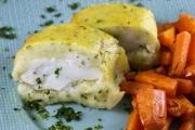 Strudel di merluzzo del baltico in crosta di patate con carote al forno