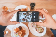 LA CUCINA AI TEMPI DI INTERNET: IL CIBO DIVENTA FOOD
