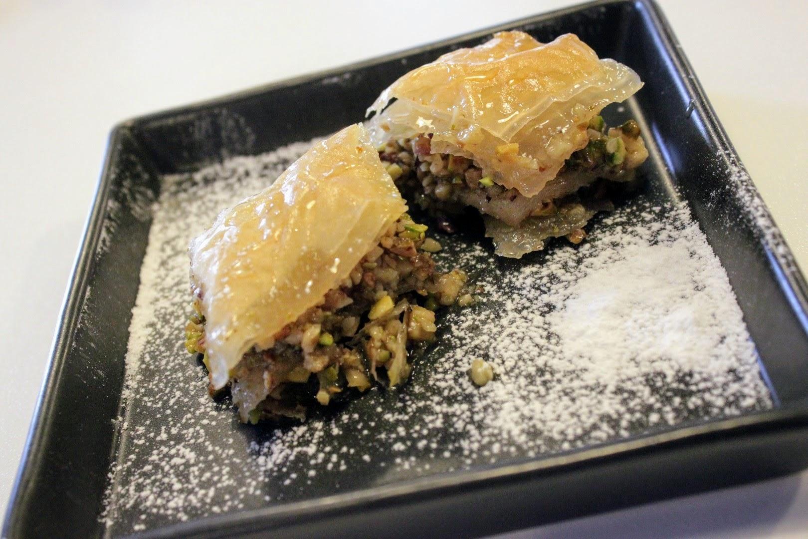 Il baklava greco con noci e pistacchi