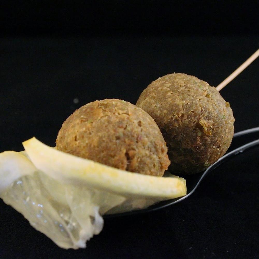 Polpette di piselli, tonno e pistacchi