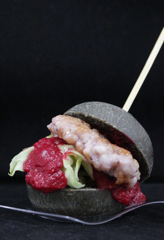 burger di pesce con pane al nero di seppia