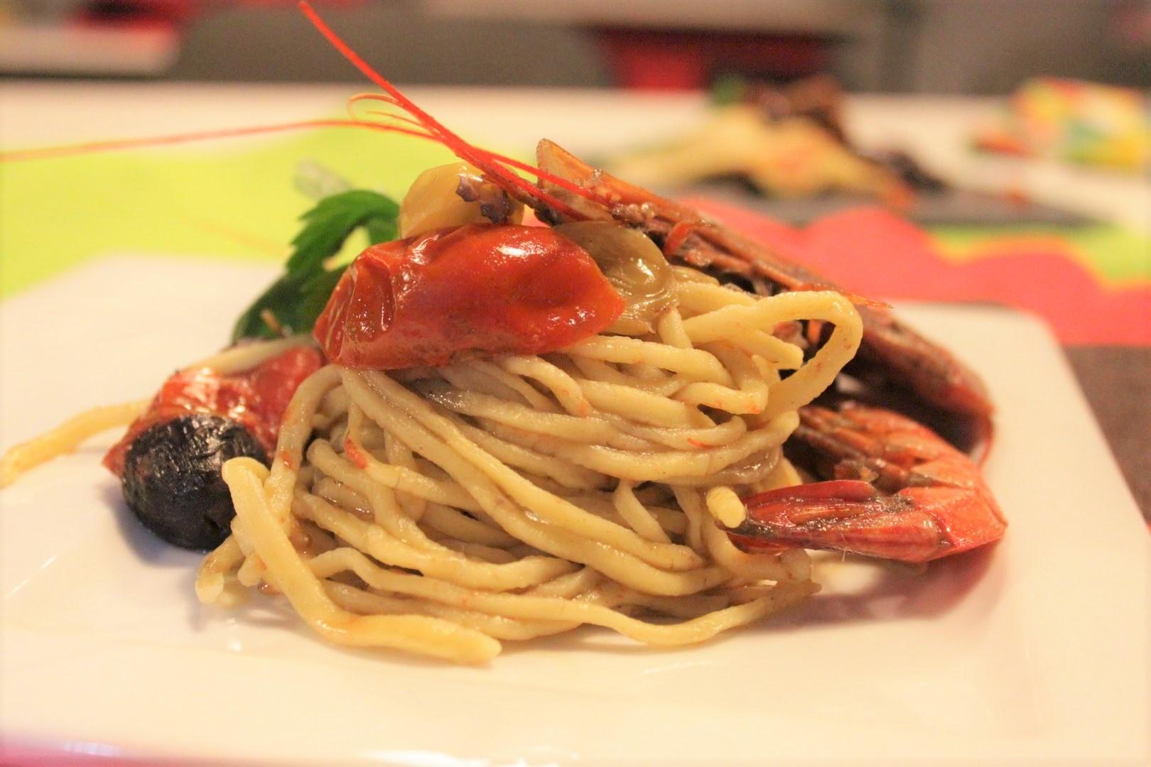spaghetti con gamberi e peperoni