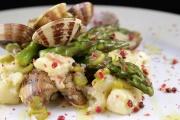 Gnocchi con asparagi, pancetta e vongole