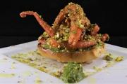 Guazzetto di moscardini con salsa al basilico e pistacchi