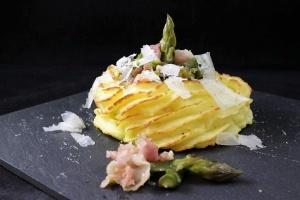 nidi di patate con asparagi